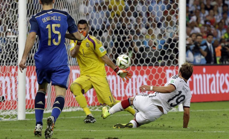 Il gol di Goetze nella finale mondiale all'Argentina