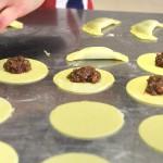 Panzerottini dolci con ripieno alle mandorle e cioccolato e marmellata di fichi caramellati (Manuela Boccone)