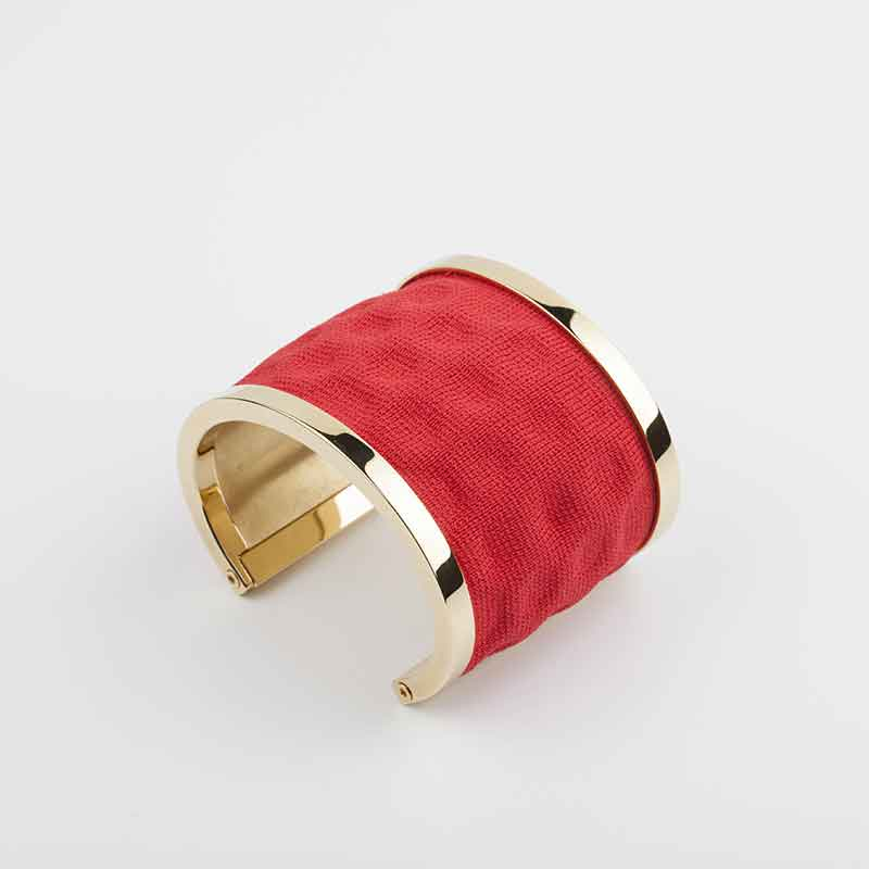 'Embossed-Cuff'-Gold-plated-Brass-and-Red-Knit-2-copia