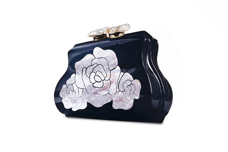 DSata_La Vie En Rose black beauty angled copia