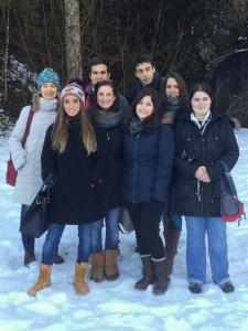 Gli studenti dei LICEI MARIA LUIGIA davanti agli ingressi dei tunnell di Ebensee.