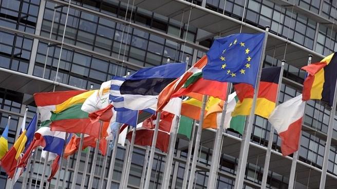 Lavorare al parlamento europeo aperto il bando per l for Lavorare al parlamento italiano