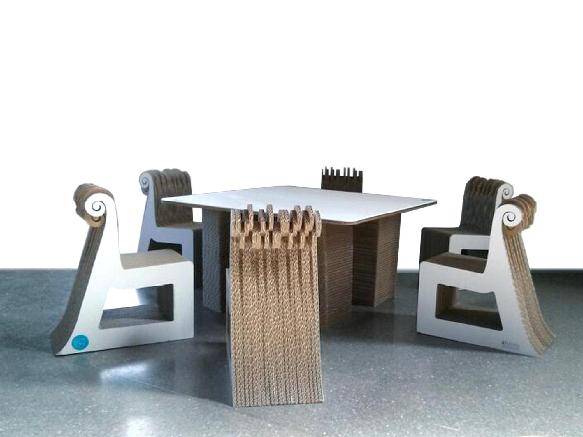 Le sedie di cartone col marchio siciliano trova lavoro