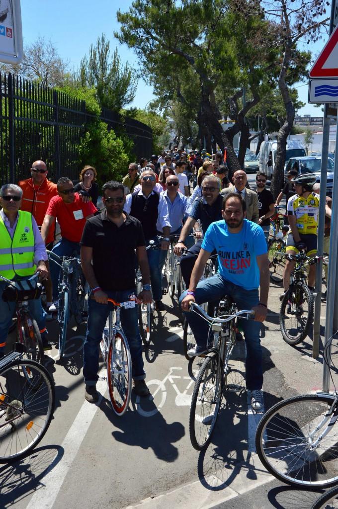 Bari - Biciclettata con il sindaco Antonio Decaro e gli assessor