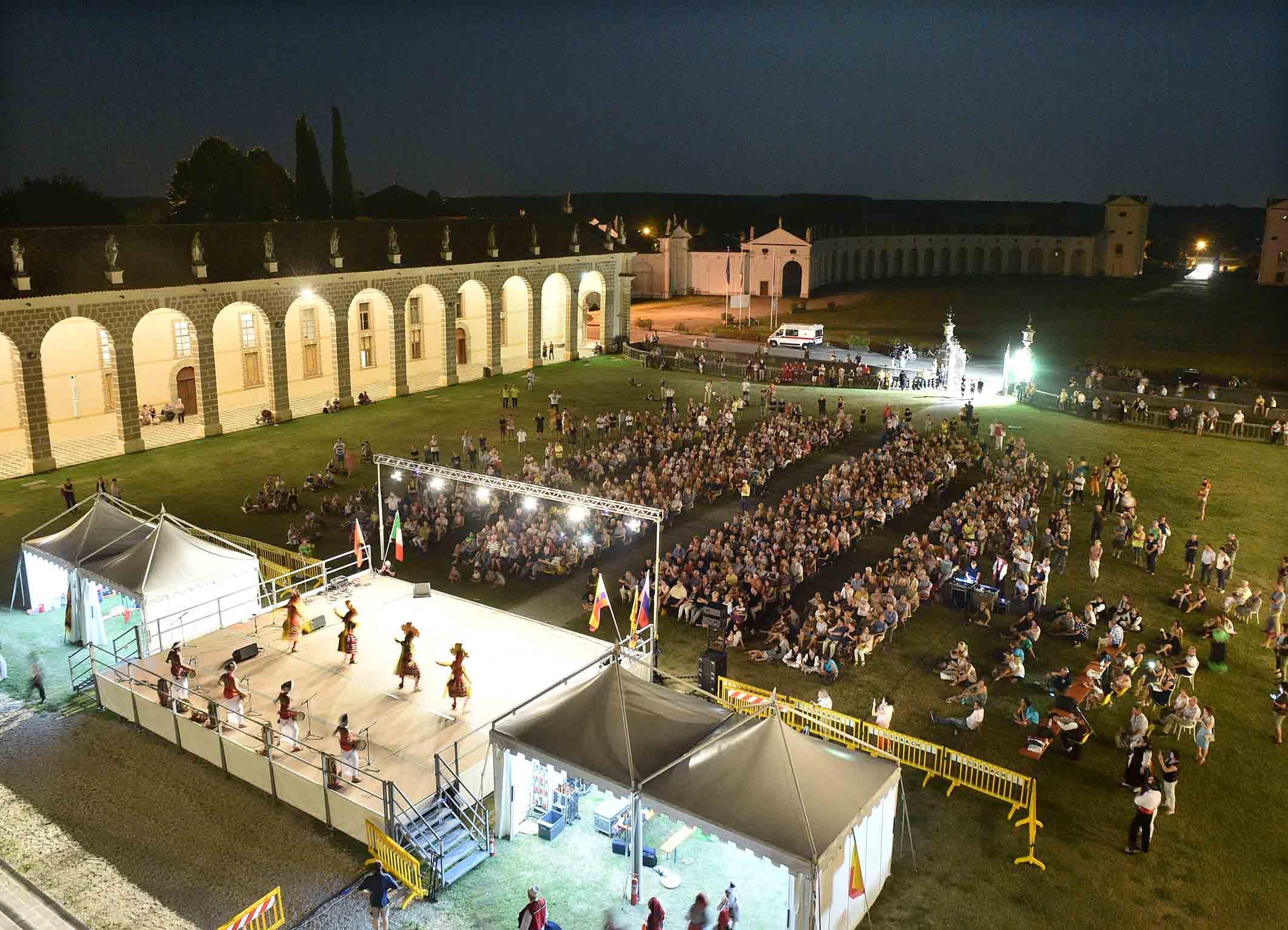Successo per folklore mondiale in villa manin pro loco for Eventi oggi fvg