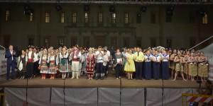 folklore mondiale in villa