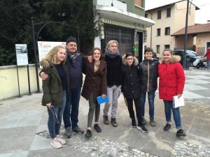 studenti poeti e a sx presidente Tesolin e a destra prof Matteo Giuliani