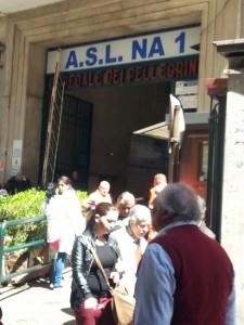 L'ingresso dell'ospedale Dei Pellegrini di Napoli
