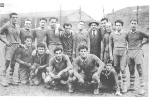 Petrarca 1949/50 l'allenatore con il cappello in testa è Francesco Valvassori, giornalista del Mattino