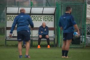 Sergio Parisse assiste all'allenamento