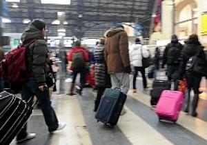 giovani con valigia