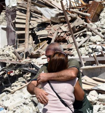 terremoto-abbraccio