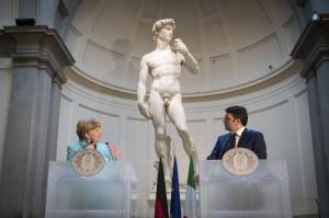 Angela Merkel e Matteo Renzi durante la loro conversazione nella Pinacoteca di Firenze