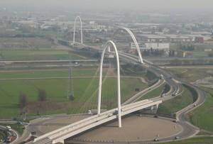 Santiago-Calatrava_Ponti-stradali_Reggio-Emilia_2007_oggetto_editoriale_720x600