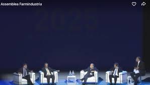 La tavola rotonda all'Assemblea Farmindustria. Da sinistra: Massimo Garavaglia,  Luca Li Bassi, Sergio Venturi, Massimo Scaccabarozzi, Franco Di Mare (moderatore)
