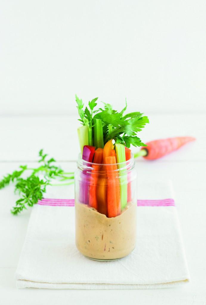 pinzimonio in vasetto con hummus