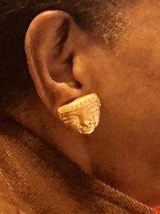 La maschera precolombiana all'orecchio destro di Marva
