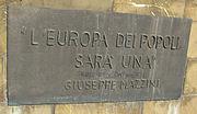 Firenze, iscrizione della targa del Monumento dedicato a Giuseppe Mazzini