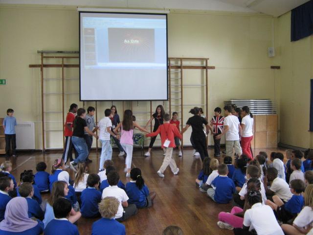 Assembly scuola Malcolm Londra