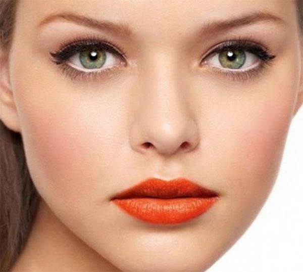 Far sembrare gli occhi più grandi: matita chiara
