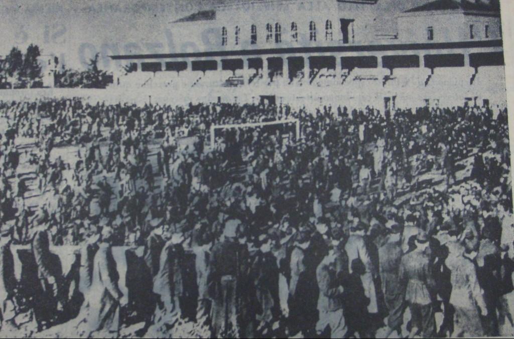 I  militari  italiani rastrellati dai soldati tedeschi e rinchiusi allo stadio Druso dopo l'8 settembre. Finirono nei lager