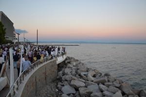 La cena spettacolo in riva al mare