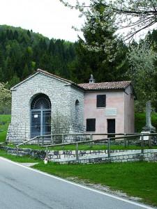 La chiesetta dedicata a San Pio X in località Campocroce