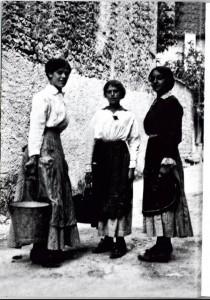 Donne di Valmareno coni secchi del latte  (1917-1918)