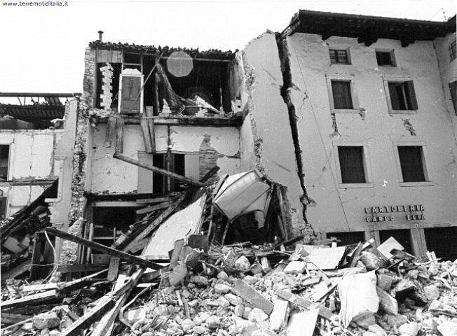 Gemona, crolli e danni al centro abitato