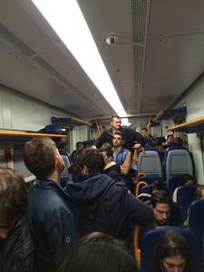 "Troppi passeggeri sullo Swing, foto da ""Pendolari Pisa-Lucca-Aulla"""