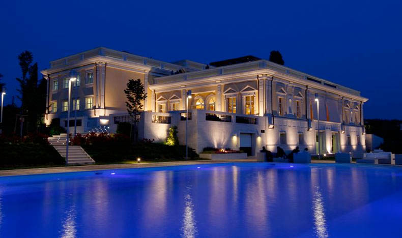 Arredamenti ville di lusso la villa di lusso a capri a for Disegni di ville di lusso