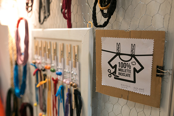 In programma diversi laboratori per imparare a realizzare borse, gioielli e accessori con materiali di recupero grazie all'aiuto di designer e artigiani (foto Alessia Gatta)