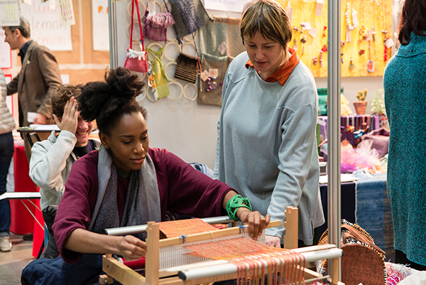 Critical Fashion è la vetrina dedicata alla moda etica e sostenibile, come gli incontri per filatura e tintura di capi con coloranti naturali  (foto Luana Monte)