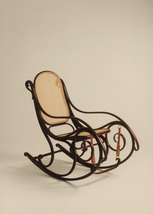 Le sedie a dondolo casa design for Sedie a dondolo