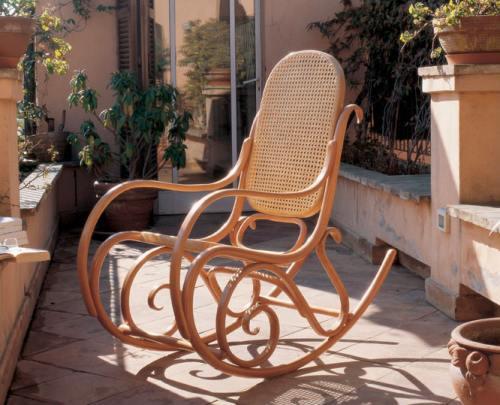 Le sedie a dondolo casa design for La casa di stile dell artigiano progetta una storia