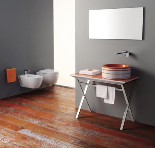 Dal nero al caldo arancio: è Texture di Olympia Ceramica. Le bacinelle variano da 38 a 42 centrimetri