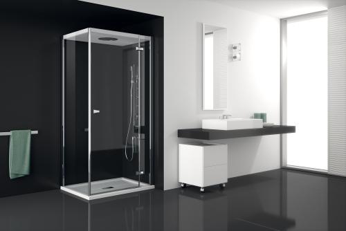 Il box doccia Chapeau di Teuco, dotato della colonna P548con erogatore di vapore integrato