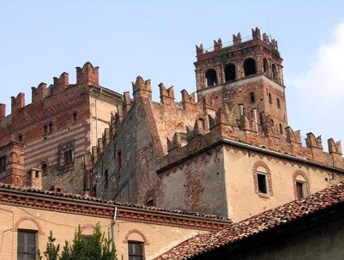 La dimora risale all'Alto Medioevo ed è il simbolo del territorio monferrino