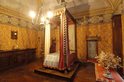 L'imponente camera da letto, per sonni regali