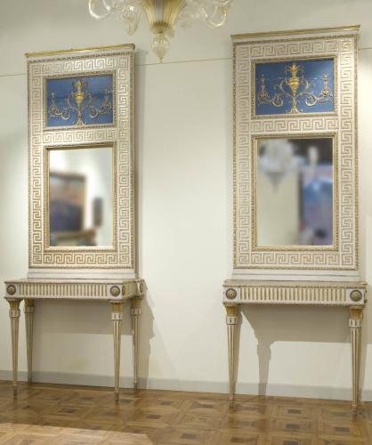 """Coppia di consolles in legno laccato e dorato. Sono esposte dalla """"Galleria Antiquaria Cantore"""" di Modena. Genova; fine del XVIII secolo"""