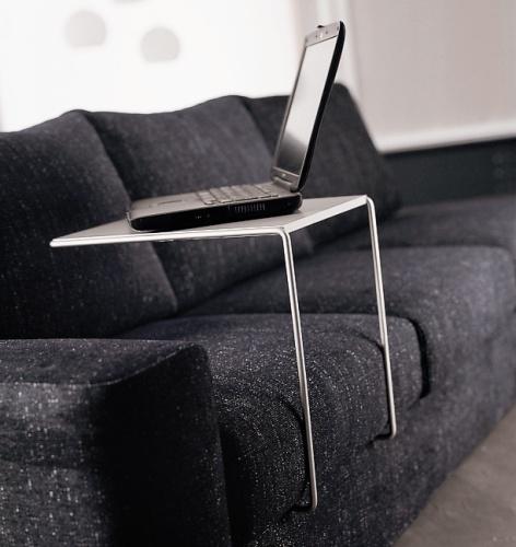 Le soluzioni per lavorare e leggere a letto casa design - Porta pc da letto ...