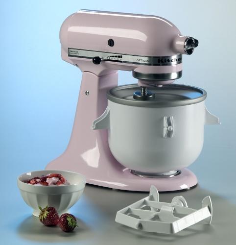 Il robot da cucina KitchenAid è stato creato per impastare molteplici tipi di impasto. E prepara fino a 1,9 liltri di gelato, sorbetto e dessert freddi.Da <FONT color=#000000>619 euro</FONT>