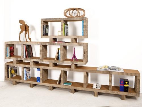 Bookstack è una libreria a moduli sovrapponibili in cartone alveolare riciclato e riciclabile al 100 per cento.  Di Nicoletta Savioni e Giovanni Rivolta per  A4Adesign