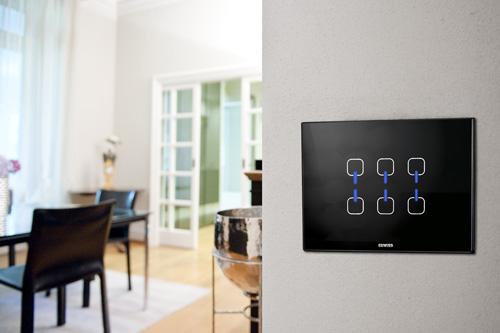 Abitare a telecomando casa design for Interruttori touch