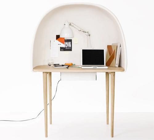 GamFratesi disegna per Ligne Roset la scrivania Rewrite, con cupola insonorizzante