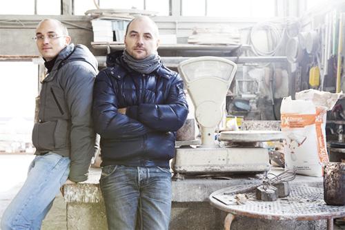 Paolo Lucidi (1974) e Luca Pevere (1977), si laureano al Politecnico di Milano. Progettano per Casamania, DeCastelli, Fiam e molti altri