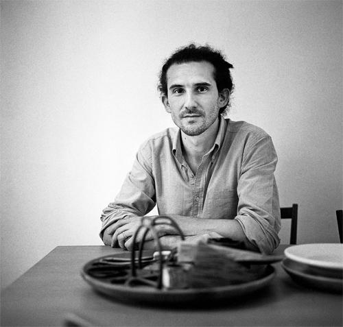 Nel 2003, dopo aver frequentato l?Istituto Europeo di Design, Francesco Faccin lavora nello studio di Enzo Mari. Dal 2004 sviluppa progetti auto-producibili in piccola serie. Nel 2009 incontra Michele De Lucchi con cui inizia una collaborazione tuttora in corso