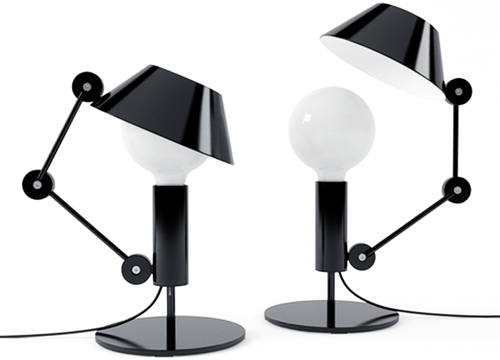 Mr Light short di Nemo Cassina. Chapeau all'originalità: lampada da tavolo e da terra con braccio snodato e corpo in metallo. Costa 597,80 euro da tavolo