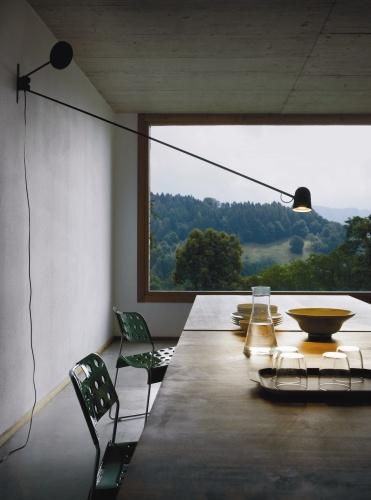 <STRONG>Counterbalance<BR></STRONG>Designer: Daniel Rybakken<BR>Azienda: Luceplan