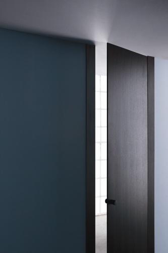 <STRONG>L16<BR></STRONG>Designer: Lissoni Associati<BR>Azienda: Lualdi